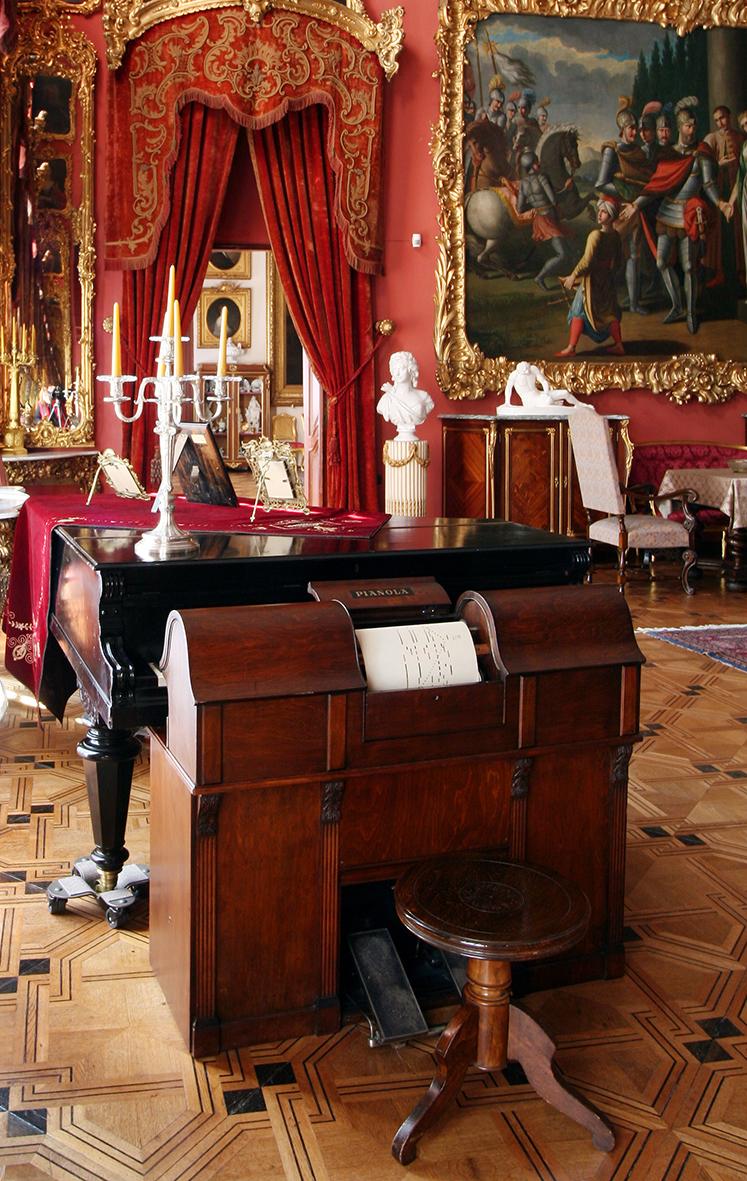 salon_czerwony_pianola_2_hp2008.jpg